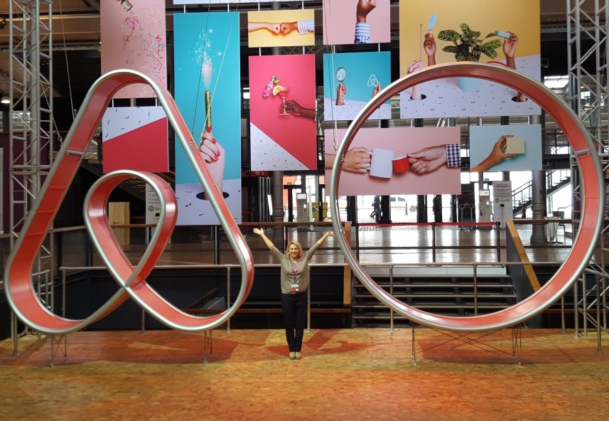 Host educator Katia Blanchard in Halle de la Villette with the Airbnb Open symbol