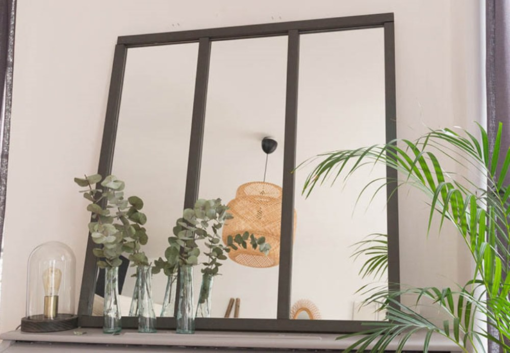 A mirror with industrial style