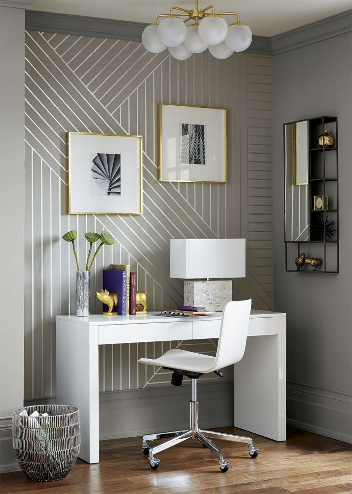 DIY project with an optical illusion wallpaper with linear patterns