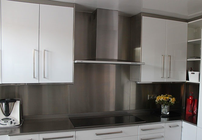 Stainless steel kitchen splashback
