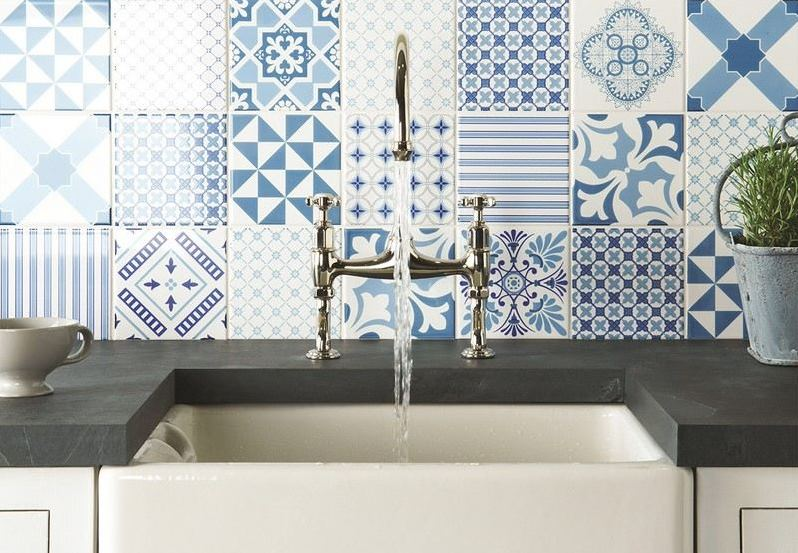 Kitchen splashback with cement tiles