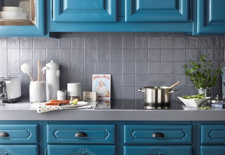 7 solutions for revamping your kitchen splashback - Peinture v33 meuble de cuisine ...