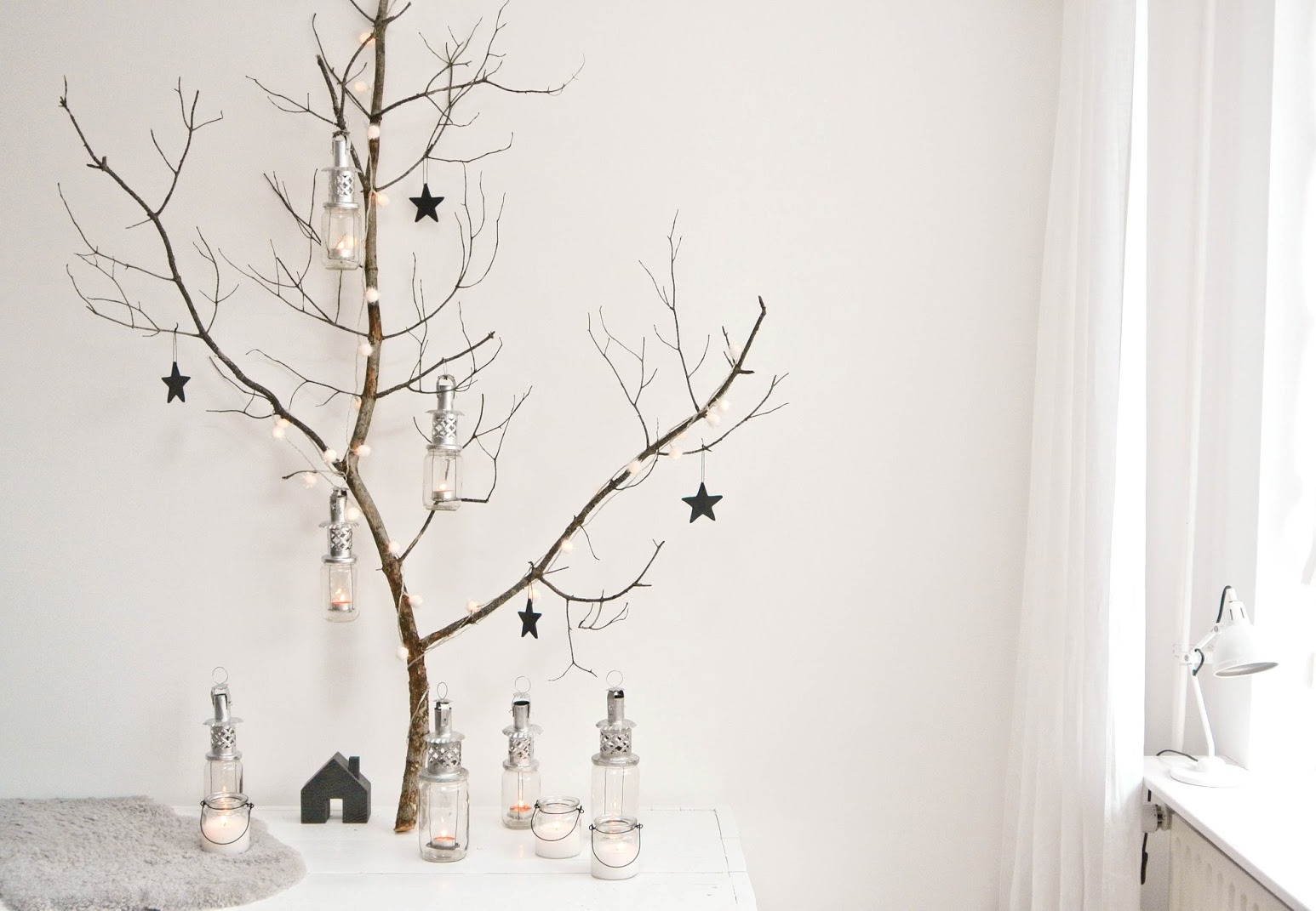 christmas decorations handmade with nature bnbstaging. Black Bedroom Furniture Sets. Home Design Ideas