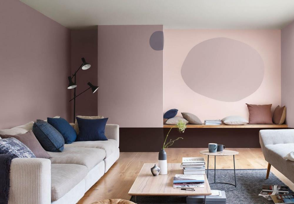 Heart wood and pink colors in the living room