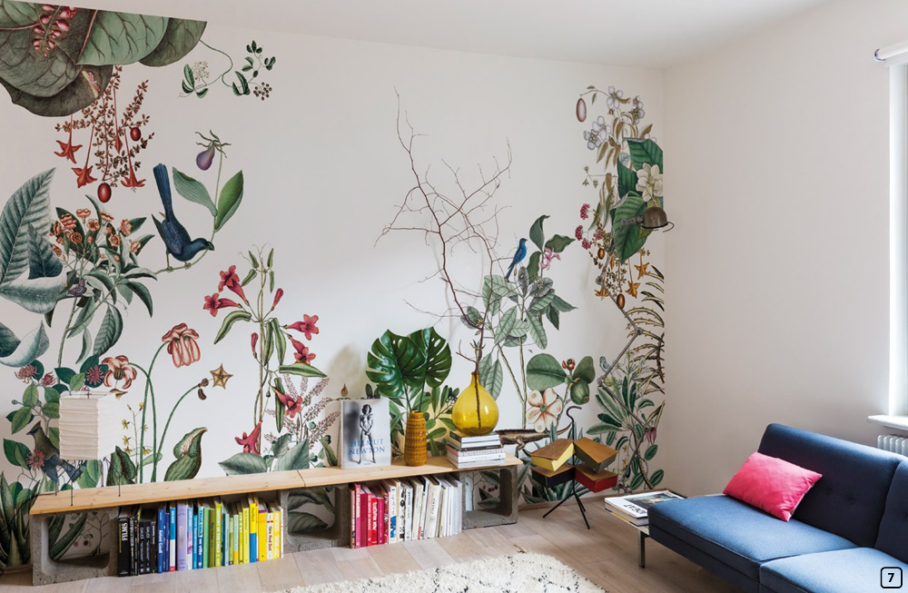 Exotic print wallpaper in the living room, Bien Fait