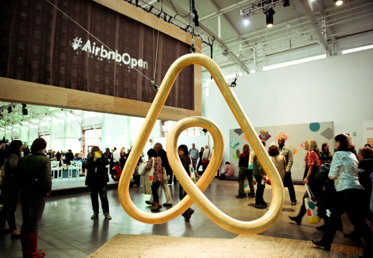 Airbnb logo, at 2014 Open