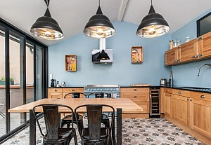Kitchen with sky blue walls, Pixcity
